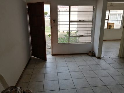 R 340,000 - 2 Bed House For Sale in Bloubosrand