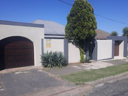 R 980,000 - 3 Bed House For Sale in Malvern