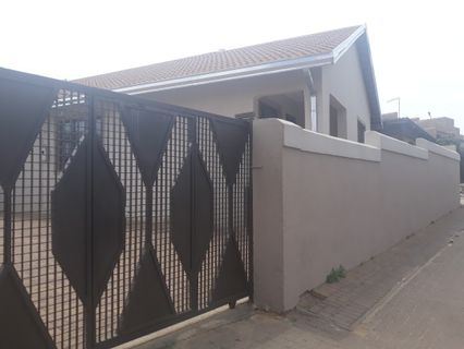 R 950,000 - 3 Bed House For Sale in Diepkloof