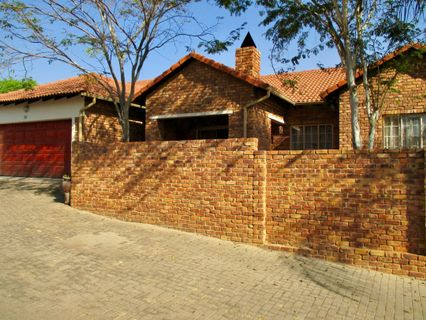 R 1,590,000 - 3 Bed Property For Sale in Amberfield Manor