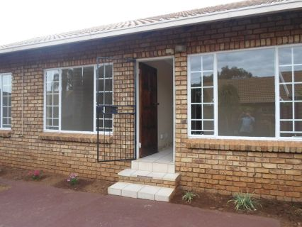 R 850,000 - 2 Bed Property For Sale in Rooihuiskraal North