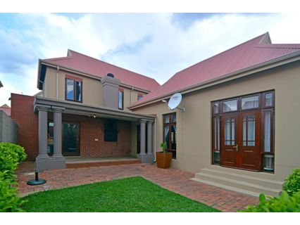 R 2,200,000 - 3 Bed Property For Sale in Heritage Hill