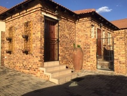 R 1,260,000 - 3 Bed Property For Sale in Amberfield Manor