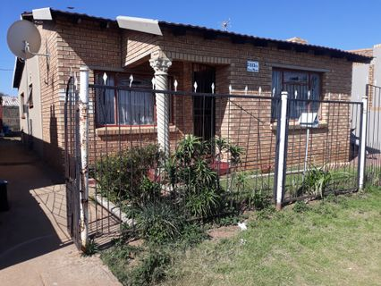 R 550,000 - 2 Bed Property For Sale in Emdeni
