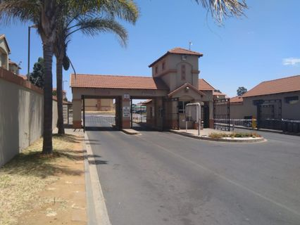 R 675,000 - 2 Bed Apartment For Sale in Aeroton