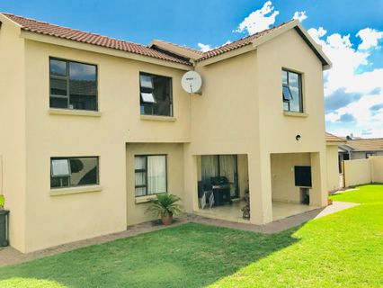 R 2,500,000 - 3 Bed Property For Sale in Amberfield Valley