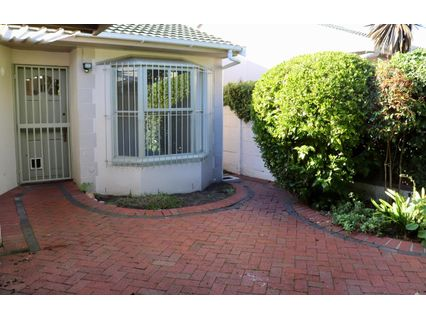 R 11,500 - 2 Bed House To Rent in Plumstead