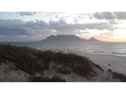 R 8,900 - 1 Bed Flat To Rent in Bloubergstrand