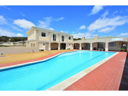 R 1,750,000 - 2 Bed Flat For Sale in Bloubergstrand