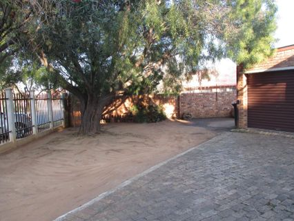 R 915,000 - 3 Bed House For Sale in Bergsig