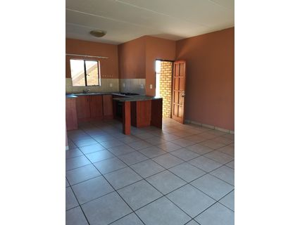 R 5,200 - 2 Bed Flat To Rent in Helikon Park