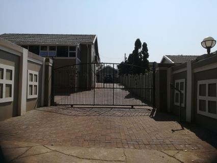 R 3,350,000 - 4 Bed Property For Sale in Durban North