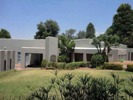 R 2,495,000 - 4 Bed House For Sale in Sundowner