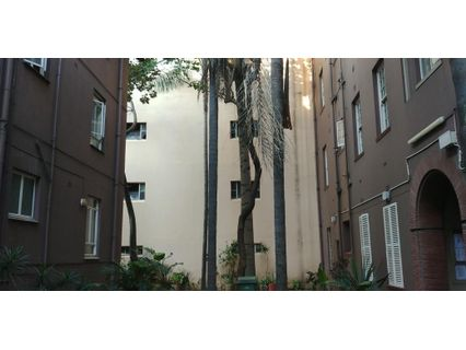 R 500,000 - 2.5 Bed Flat For Sale in Durban Central