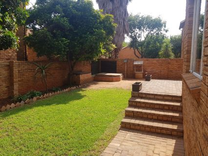 R 1,200,000 - 3 Bed Property For Sale in Honeydew Ridge