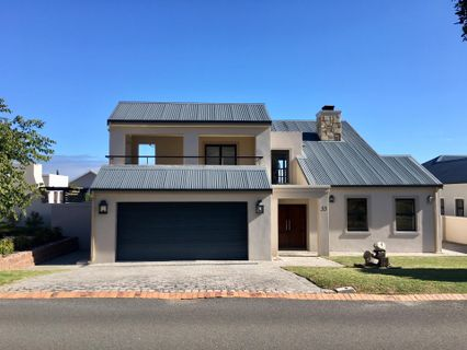 R 4,795,000 - 4 Bed Home For Sale in Hemel en Aarde