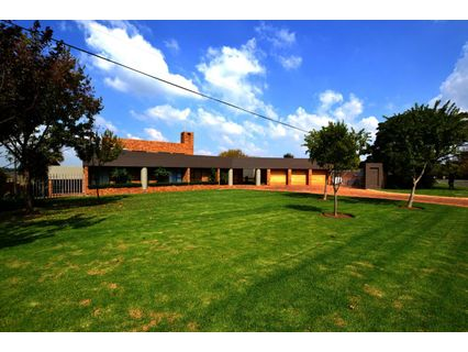 R 4,850,000 - 4 Bed Home For Sale in Three Rivers East