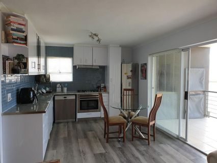 R 9,500 - 2 Bed Flat To Rent in West Beach