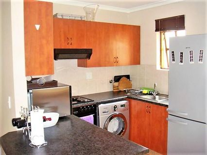 R 10,500 - 2 Bed Flat To Rent in Plantations Estate