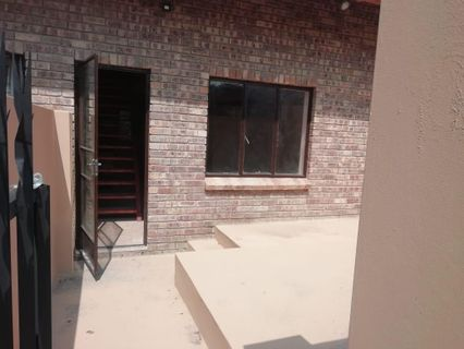 R 5,150 - 1 Bed House To Rent in Roodepoort