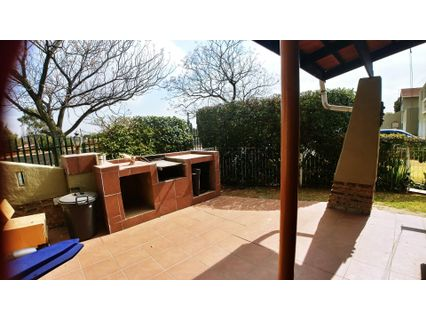 R 1,195,000 - 3 Bed Property For Sale in Farrarmere