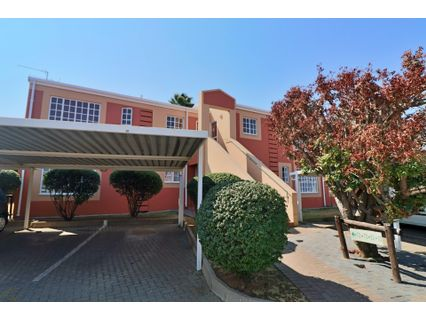 R 645,000 - 2 Bed Flat For Sale in Farrarmere