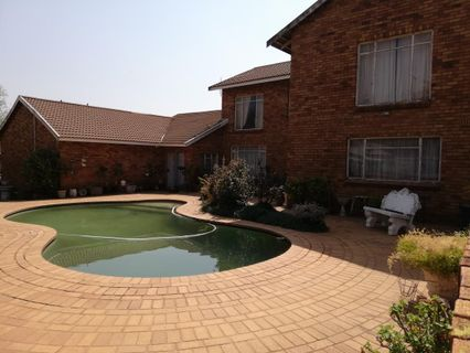 R 1,300,000 - 4 Bed House For Sale in Rensburg
