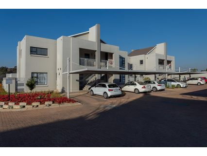 R 830,000 - 1 Bed Apartment For Sale in Lonehill