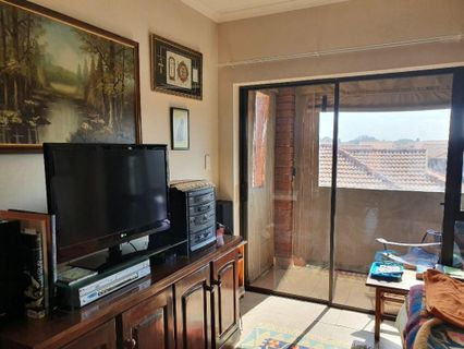 R 780,000 - 1 Bed Flat For Sale in Brentwood Park