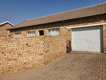 R 650,000 - 3 Bed Property For Sale in Cloverdene
