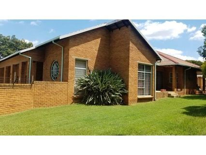 R 1,600,000 - 4 Bed House For Sale in Jordaan Park