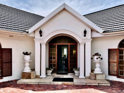 R 15,500,000 - 9 Bed House For Sale in Bloubergstrand