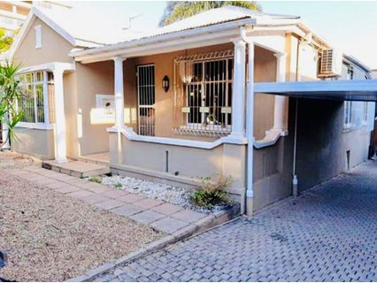 R 2,550,000 - 3 Bed Property For Sale in Essenwood