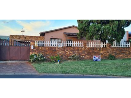 R 799,000 - 3 Bed Property For Sale in Riverlea