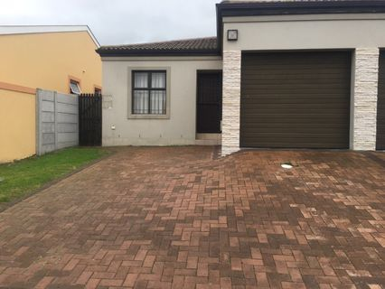 R 9,500 - 2 Bed Home To Rent in Parklands