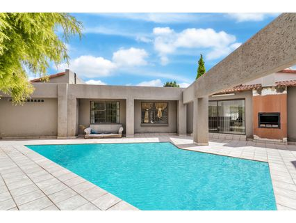 R 2,800,000 - 4 Bed House For Sale in Hurlingham Manor