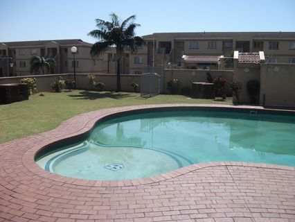 R 6,400 - 1 Bed Flat To Let in North Beach