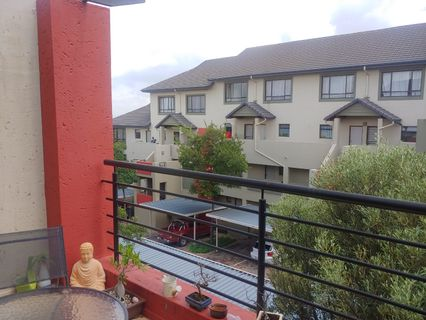 R 850,000 - 2 Bed Flat For Sale in Beverley