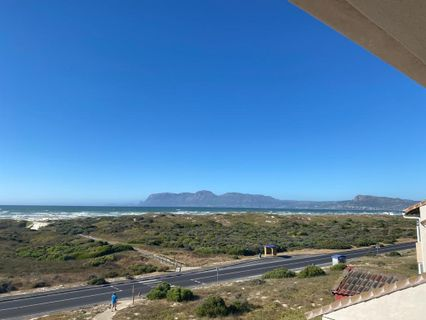 R 8,000 - 2 Bed Apartment To Rent in Muizenberg