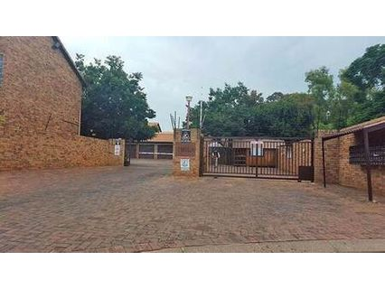 R 12,000 - 4 Bed Property To Rent in Weltevreden Park