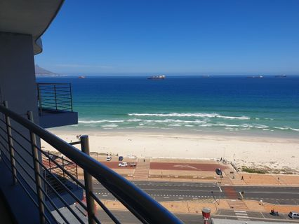 R 2,695,000 - 2 Bed Flat For Sale in Waves Edge