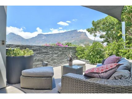 R 6,900,000 - 2 Bed Property For Sale in Tamboerskloof