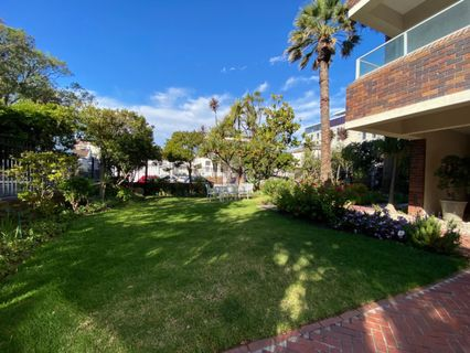 R 2,600,000 - 2 Bed Flat For Sale in Sea Point