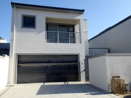 R 2,950,000 - 3 Bed Property For Sale in Sandown