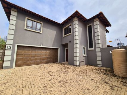 R 3,000,000 - 3 Bed Home For Sale in Bedfordview