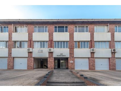 R 11,000 - 3 Bed Flat To Let in Essenwood