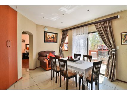 R 985,000 - 2 Bed Flat For Sale in Bromhof