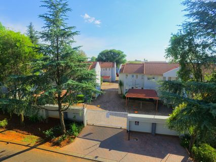 R 950,000 - 2 Bed Flat For Sale in Fairland