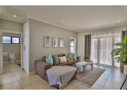 R 1,435,000 - 2 Bed Apartment For Sale in Kloof