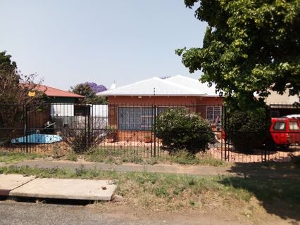 R 1,150,000 - 3 Bed Home For Sale in Crosby